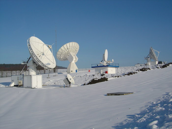 Antennas_at_ESA_s_Redu_ground_station_node_full_image_2 (1)